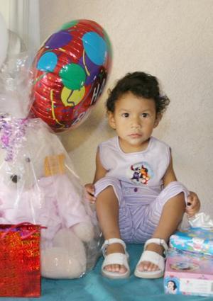 Liliana Xcaret González Flores cumplió dos años de vida y por tal motiivo, sus papás la festejaron con un divertido convivio.