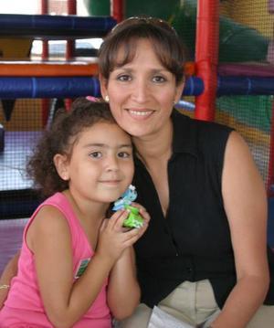 <u><b> 29 de mayo </u> </b><p> Mariana Cuerda García celebró su sexto cumpeaños, con una divertida piñata organizada por su mamá, Lucy García de Cuerda.