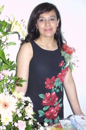 Aurora Medina López, captada en la despedida de soltera que le ofrecieron por su próximo matrimonio religiosa.