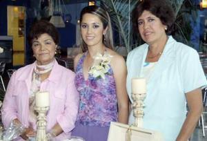 Gabriela en compañia de Concepción Fernández de Ruiz y Marisela Moreno de Salcido.