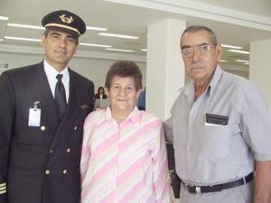 <u><b> 29 de mayo </u> </b><p>  Mario González y MAry Aguilera de González viajaron a París, fueron despedidos por Sabino González.