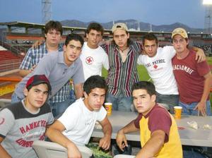 José Carlos, David, Andrés, Mario, Hernán, Alejandro, Ferni, Bernardo y Armando comparten su pasión por el beisbol