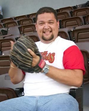 Hubo quien sólo se mantenía atento a lo que pasaba en el área de juego como Óscar Gómez , que se declara apasionado de este deporte; le gusta ver  jugadas de ambos equipos y sigue de cerca la temporada completa