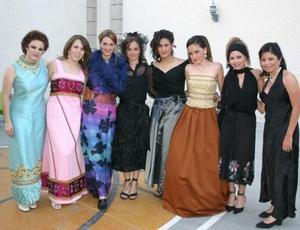 Espectacular desfile de vestidos antiguos presentó el Club Goré A.C.