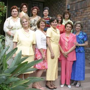 Integrantes del Club de Jardinería Casandra se reunieron en días pasados, para realizar el cambio de mesa directiva.