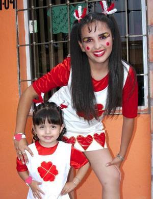 <u><b> 30 de mayo </u> </b><p> Verónica Alejandra Luna González acompañada de una de las Muñequitas, en su fiesta de cumpleaños.