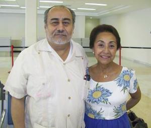 Alicia Agate fue despedida por José Castro, antes de viajar a Puerto Vallarta.