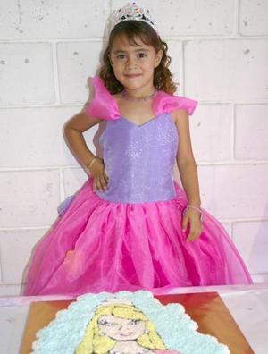 Bibian Dacarett Martínez festejó sus cinco años de vida, con un divertido convivio que le ofrecieorn sus papás.