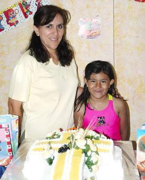 <u><b> 31 de mayo </u> </b><p>  Mara Fernanada Mena Callazo acompañada de su mamá, Mara Santa Callazo de Mena, en el sestejo que se le ofreció por su cumpleaños.