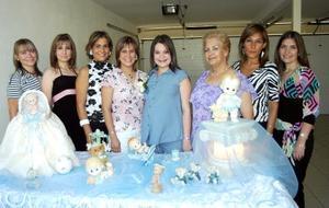 <u><b> 02 de Junio </u> </b><p>  Pily acompañada de sus hermanas y su mamá Lety, Cristina, Marcela, Elsa, Angélica A., Laura y Susana Grageda.