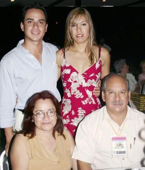 <u><b> 01 de Junio </u> </b><p>  Rubén Pérez Páez, Esperanza Espíndola de Pérez, Rubén Pérez Espíndola y Elisa H. de Pérez.