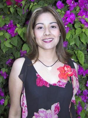 <u><b> 01 de Junio </u> </b><p>  Raquel Ceniceros Medina, captada en su despedida de soltera.