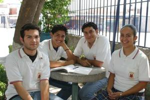 <u><b> 01 de Junio </u> </b><p>  José García, Alberto Chávez, Manuel Ríos y Flor Siller.