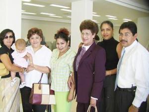 <u><b> 02 de Junio </u> </b><p>  Leticia de Corella viajó a Los Ángeles, California., fue despedida por sus amistades.