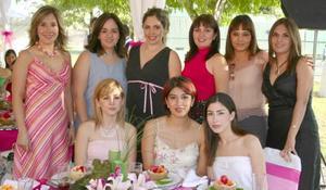 Alejandra Sánchez de Necochea en compañía de sus amistades, en la fiesta de canastilla que se ofreció por el próximo nacimiento de su bebé.