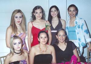 Ana Elisa Lastra Camacho en compañía de sus amigas Laura y Alejandra García, Gaby Robles, Amuy Reyes, Inglaterra Esparza y Blanca Rodríguez.