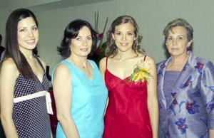 La festejada acompañada de Gaby Robles, Nonó Derbez y Anelisa de Lastra.