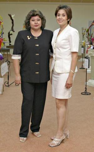 Marilú Velàsquez de Blackaller y Coty Reyna de Mery.