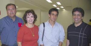 Cecy de Madariaga y Lupita de Chaidez viajaron a Cancún, los despidió Audelia y Daniel.