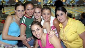 Alexis Navarro, Cristy Campos, Mónica González, Luzma Acuña, Vanya Bracho y Ángela Díez.