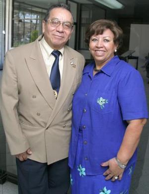 Javier Ruiz Rodríguez acompañado de su esposa Jose Ávila de Ruiz.