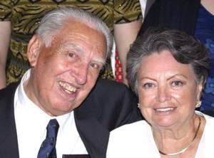 <u><b> 04 de Junio </u> </b><p> Aristeo Cantú y Conchita Brito festejaron en días pasados sus 50 años de matrimonio, con un agradable convivio.