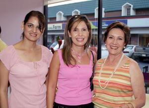 Paty Castro de Cabranes, Martha Leal de Barrios y Cristina Sirgo de Fernández.