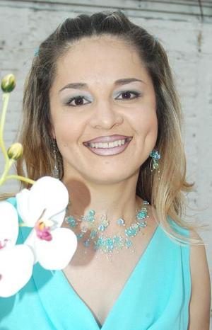Juana MAría Rodríguez Solís contraerá matrimonio y por tal motivo, fue despedida de su soltería.