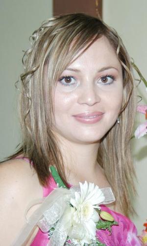 Karla Edith Reyes Rodríguez, captada en la despedida de soltera que le ofrecieron por su oróxima boda.