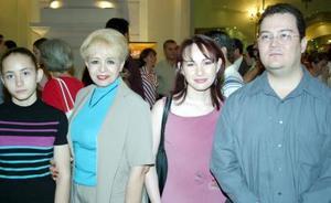 Ámbar Mancisidor, Gloria de Mancisidor, Hatziri y Ricardo Reyes.