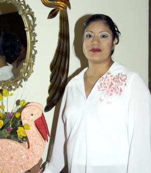 Jauanis García de Ruiz recibió sinceras felicitaciones, en la fiesta de regalos que le ofrecieron por el próximo nacimiento de su bebé