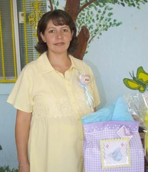 Laura Lizárraga de Martínez, disfrutó de una fiesta de canastilla.