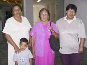 Sabina Carreón viajó a Tijuana y fue despedida por Yolanda, Anabela y Emanuel