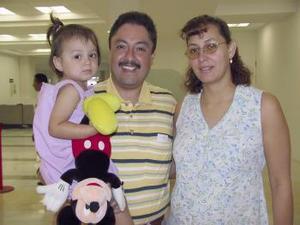 <u><b> 07 de Junio </u> </b><p>   Rhynna Veneces Lilis, José y Kary Lozada viajaron con destino a Mérida.