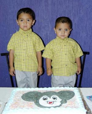 Alfredo Alexandro y Luis Fernando Briceño Hernández festejaron sus cumpleaños con un divertido convivio.