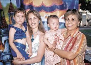 <u><b> 07 de Junio </u> </b><p>  Andrea Zermeño Velarde festejó su cuarto cumpleaños con una divertida piñata en compañía de su mamá, Anabel Velarde de Zermeño, su abuelita Blanca Rosa de Velarde y  su hermanita Ana Victoria