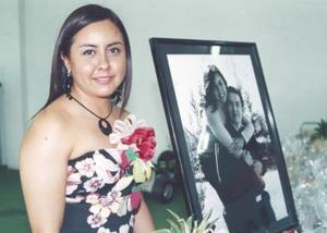 Jennifer de León Fernández en su despedida de soltera
