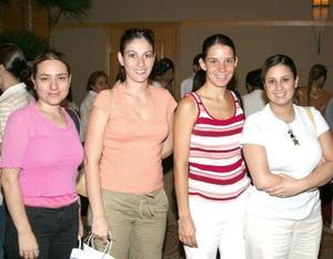 Alicia Martínez de Flores, Leny de Colliere, Begoña de Sada y Selina de Pérez, estuvieron presentes en el curso.