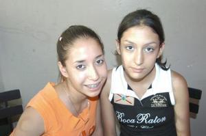 Cecy Villavivencio, y Andrea López en una tarde de cafe