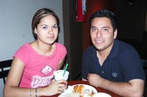 Elizabeth Jiménez y David Castro.