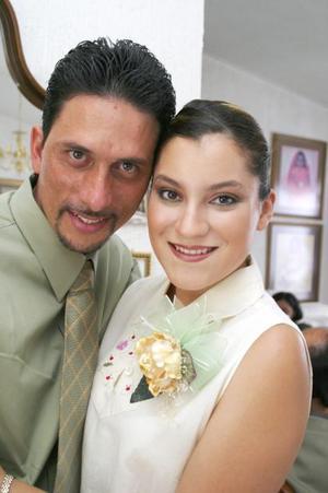 M.V.Z. Carlos Raúl Rascón Díaz y Arlette Rivas Macías, contrajeron matrimonio civil el miércoles 26 de mayo de 2004.