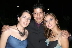 Marijose Hernández, Cristopher Yáñez y Marlene Hernández.