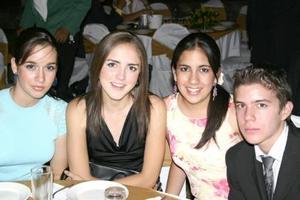 Mara Alba, Lily González, Clari Bravo e Iván Aguirre.