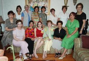 Michelle Monárrez Martínez, acompañada de algunas de las asistentes a su despedida de soltera..