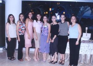 <u><b> 07 de Junio </u> </b><p>   Gabriela Salcido acompañada de sus amigas en su despedida de solteraa.
