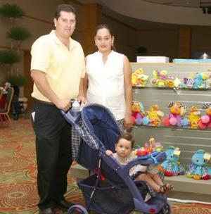 Érick Sotomayor y Nadia Sotomayor con su hijo Érick
