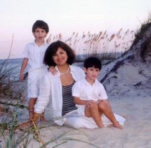 Lorena Acevedo de Harris con sus hijos Michael y Ryan, radicados en St. Simons Islas Doradas de Georgia, quienes se encuentran de visita en la Comarca Lagunera.