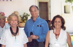 Rosa Gámez Reyes Retana, el escritor Enrique Krauze y Magdalena Madero G