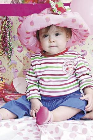 <u><b> 08 de Junio </u> </b><p> Nora Sofía de la Torre Ríos fue agasajada por sus padres Ernesto de la Torre y Nora de De la Torre, con motivo de su primer cumpleaños