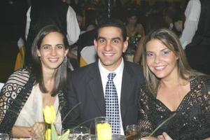 Lorena González, Salomón Issa y Sofía Ruenes